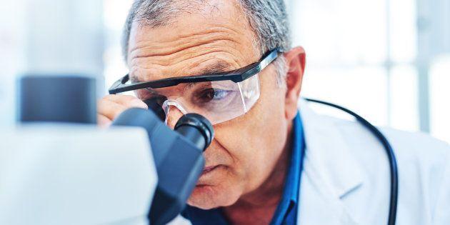 Le test est à retirer auprès du médecin traitant car il doit s'assurer, après interrogatoire, qu'il n'existe pas de critère d'exclusion de ce dépistage et en particulier de symptômes ou de facteurs de risque qui inciteraient à réaliser directement une coloscopie.