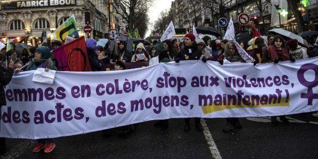 Lors d'une manifestation le 8 mars, journée internationale des droits des femmes, des manifestantes à...