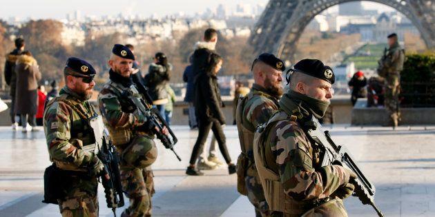 Des soldats français de la mission Sentinelle à Paris le 12 décembre