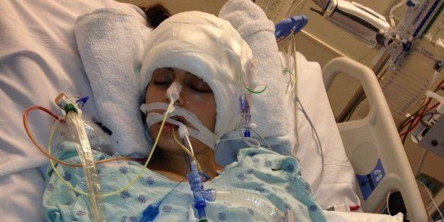 L'autrice, après deux AVC graves ayant nécessité des interventions chirurgicales d'urgence, en janvier 2013.