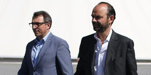 Luc Lemonnier avec son prédécesseur, Édouard Philippe, quelques semaines après que ce dernier a été nommé...