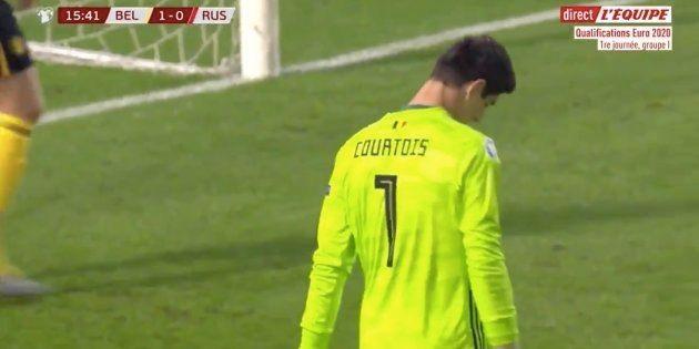 Le gardien belge Thibaut Courtois a littéralement offert un but aux Russes en ratant sa