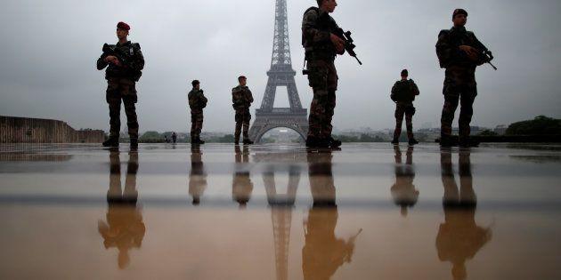 Des soldats de l'opération Sentinelle, devant la Tour Eiffel en 2017, seront mobilisés en marge de l'acte...