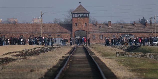 Le site historique Auschwitz sert de terrain de jeux aux photographes en