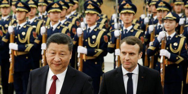 Emmanuel Macron et le Président chinois Xi Jinping lors d'une rencontre à Pékin, le 9 janvier