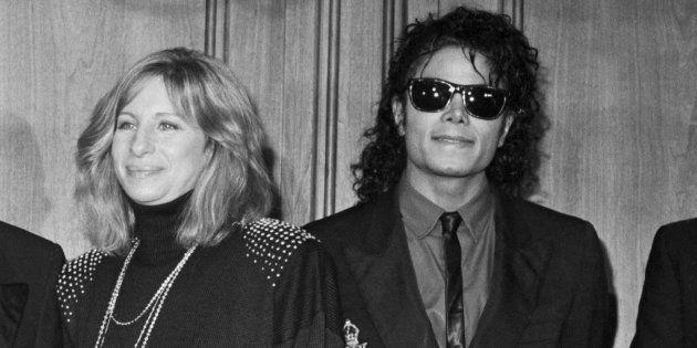 Barbra Streisand, ici avec Michael Jackson en décembre 1986, est critiquée pour ses mots sur les hommes...