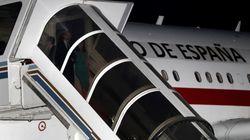 El loco motivo por el que Felipe y Letizia estuvieron esperando una hora para bajar de un avión en
