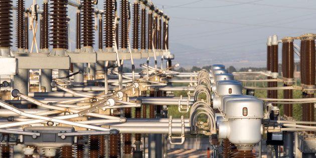 La CNMC expedienta a Gas Natural y Endesa por alterar el precio de la