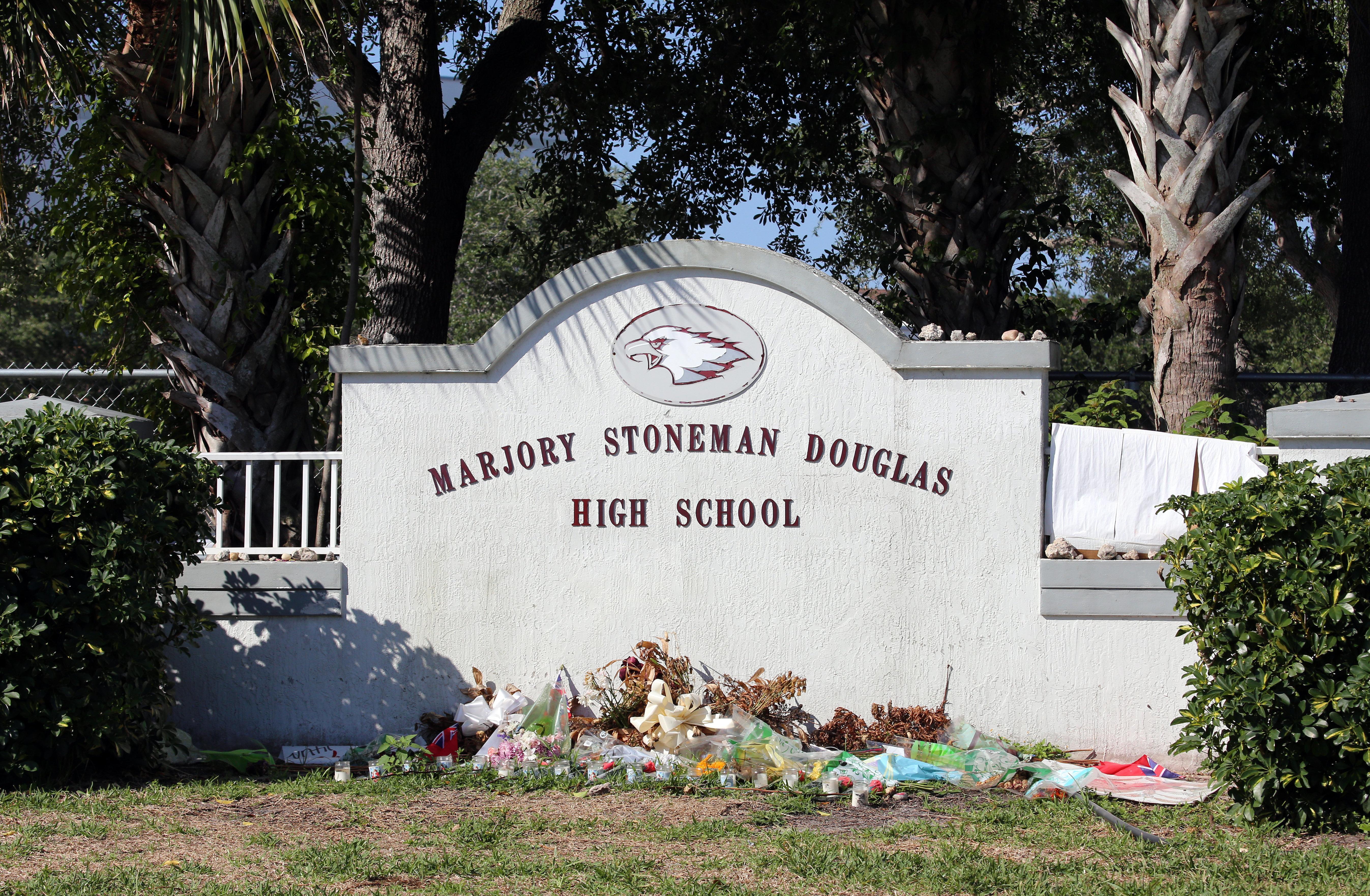 銃乱射事件が起きたフロリダ州の高校、2人目の自殺者か。地元危機管理室はメンタルケアを呼びかけ