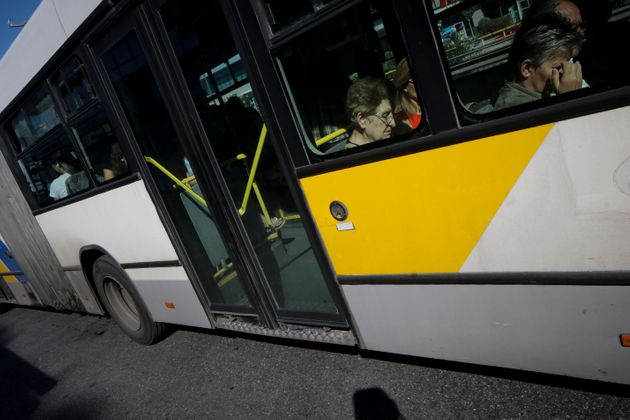 Επίθεση με πέτρες κατά λεωφορείου του ΟΑΣΑ στη