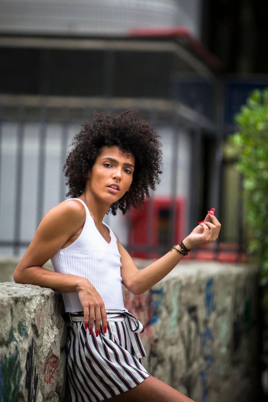O primeiro contato próprio de Quitta com a arte foi na Escola de Fotógrafos do Observatório de Favelas,...