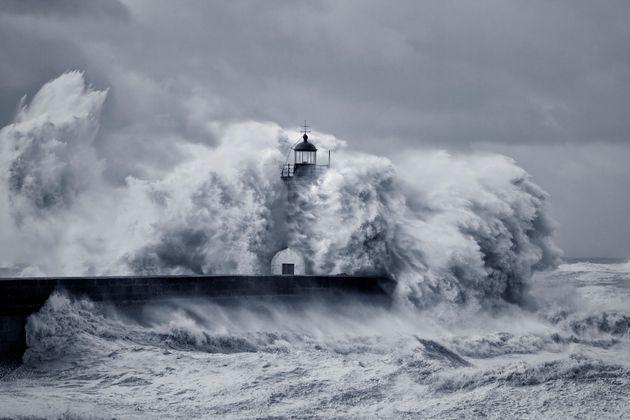 Météo: En plus de fortes rafales de vent et de vagues dangereuses, il va faire (très) chaud ce