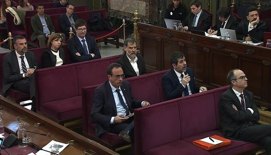 Senadores franceses denuncian la 'represión' contra los líderes del