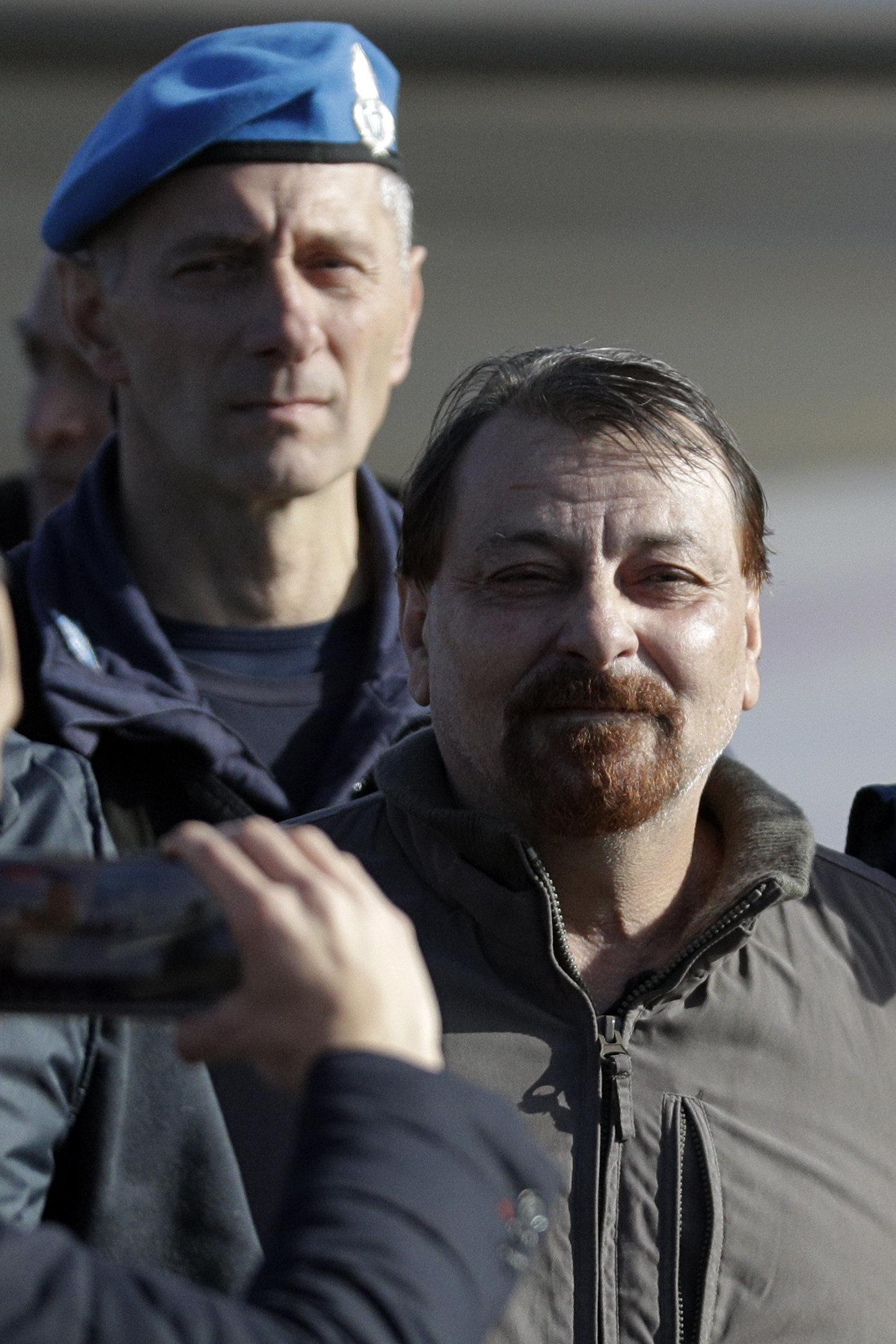 Cesare Battisti confessa assassinatos cometidos nos anos