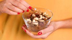 Comer um punhado de nozes por dia melhora as funções cerebrais, diz