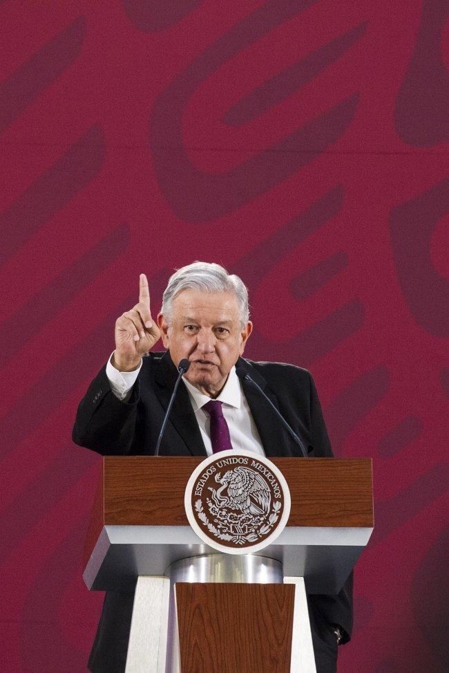 El presidente de México pide a Felipe VI que España se disculpe por