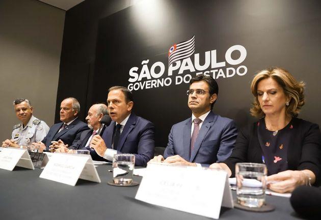 Coletiva de imprensa no Palácio dos Bandeirantes, sede do governo
