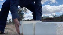 アメリカとメキシコの国境にチーズの壁をつくる男、出現。