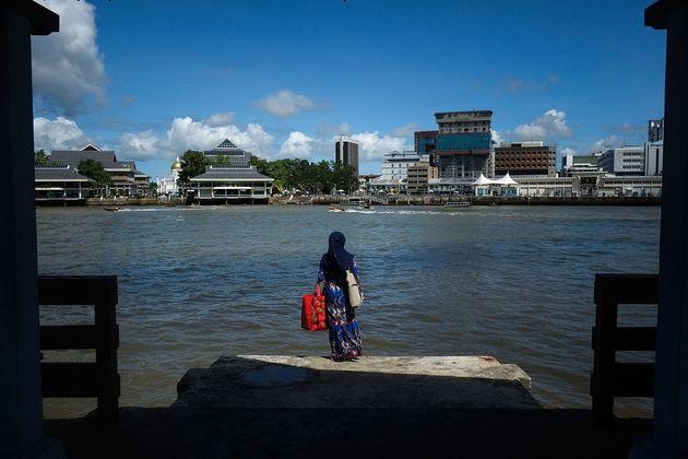 ブルネイは2014年、アジアの国で初めてイスラム法(シャリア)に基づく刑法を導入した。