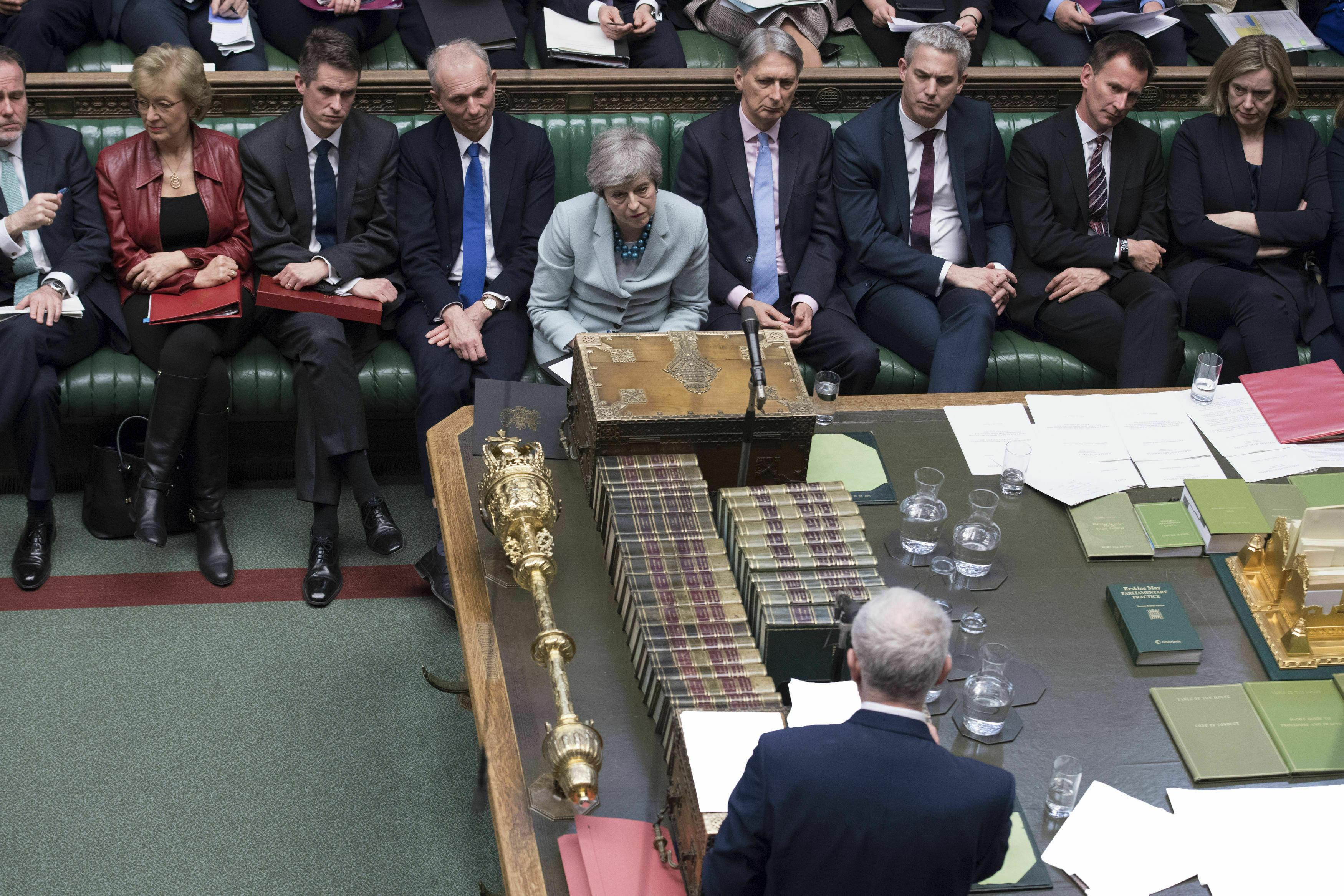 Brexit-Niederlage für May:Jetzt übernimmt das Unterhaus die