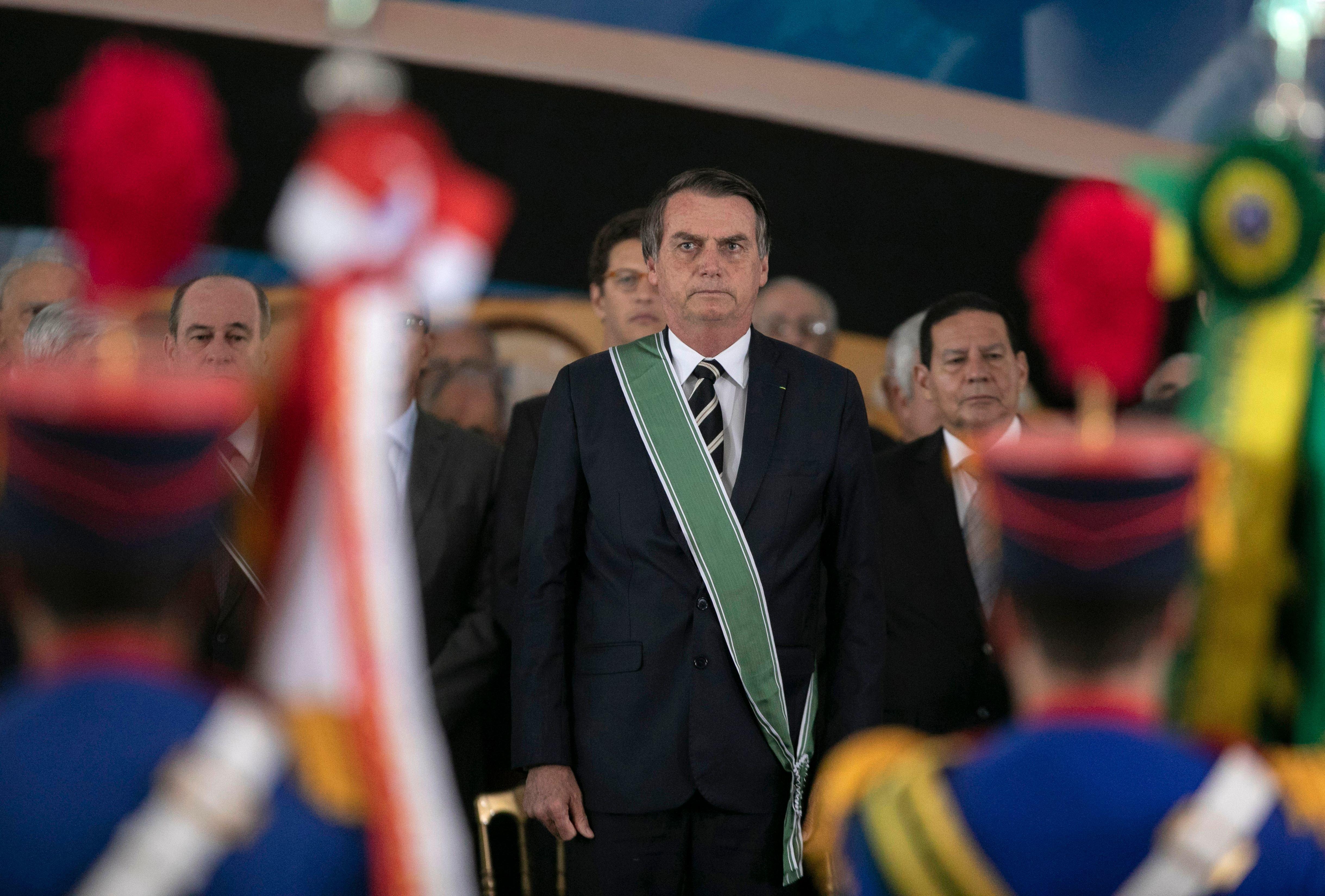 Ο πρόεδρος της Βραζιλίας οργανώνει εορτασμούς για να τιμήσει το στρατιωτικό πραξικόπημα του
