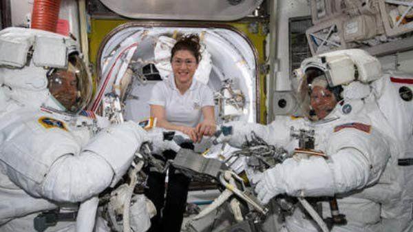 여성만으로 구성된 최초의 우주유영이