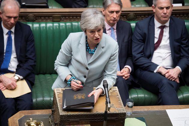 Brexit: Ενισχύονται τα περί παραίτησης της Μέι, καθώς προσπαθεί να περάσει τη συμφωνία