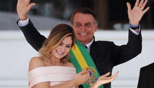 Bolsonaro sai da agenda oficial para ir ao cinema com primeira-dama, diz
