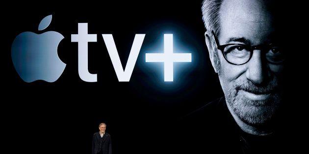 Steven Spielberg est monté sur scène, suivi de nombreux réalisateurs et acteurs,...