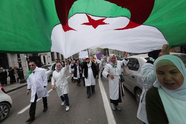 El jefe de las Fuerzas Armadas argelinas retira el apoyo a Buteflika y pide su