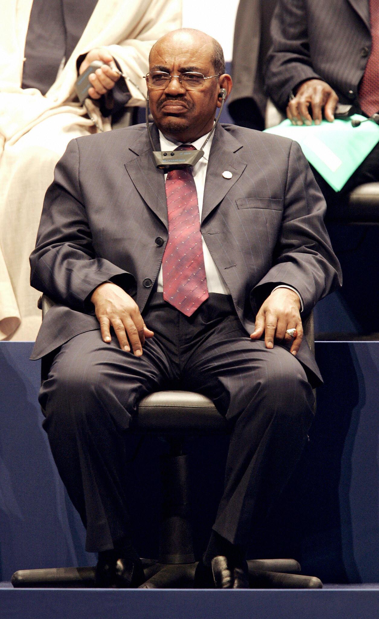 HRW appelle la Tunisie à arrêter ou interdire d'entrée le président soudanais Omar