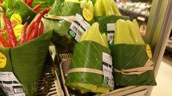 A genial ideia do supermercado tailandês que trocou embalagem plástica por folha de