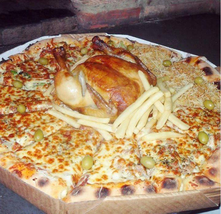 Pizzaria Bate-Papo, no Guarujá, faz sucesso com suas pizzas enormes.