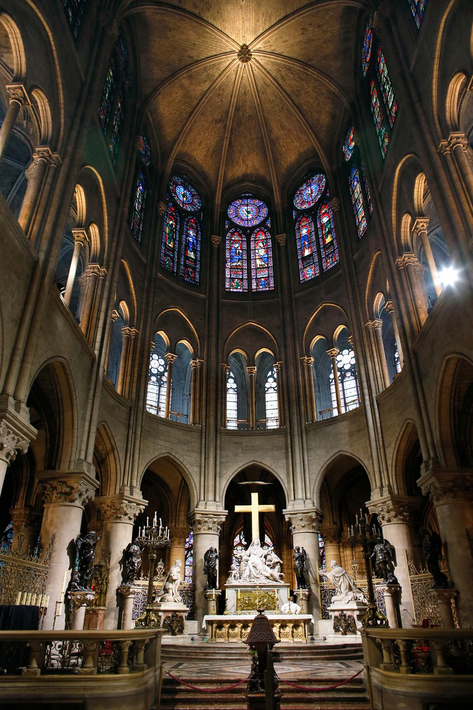 A view of the central altar inside of the Notre-Dame de Paris cathedral on November 30, 2012, in Paris.   AFP PHOTO / PATRICK