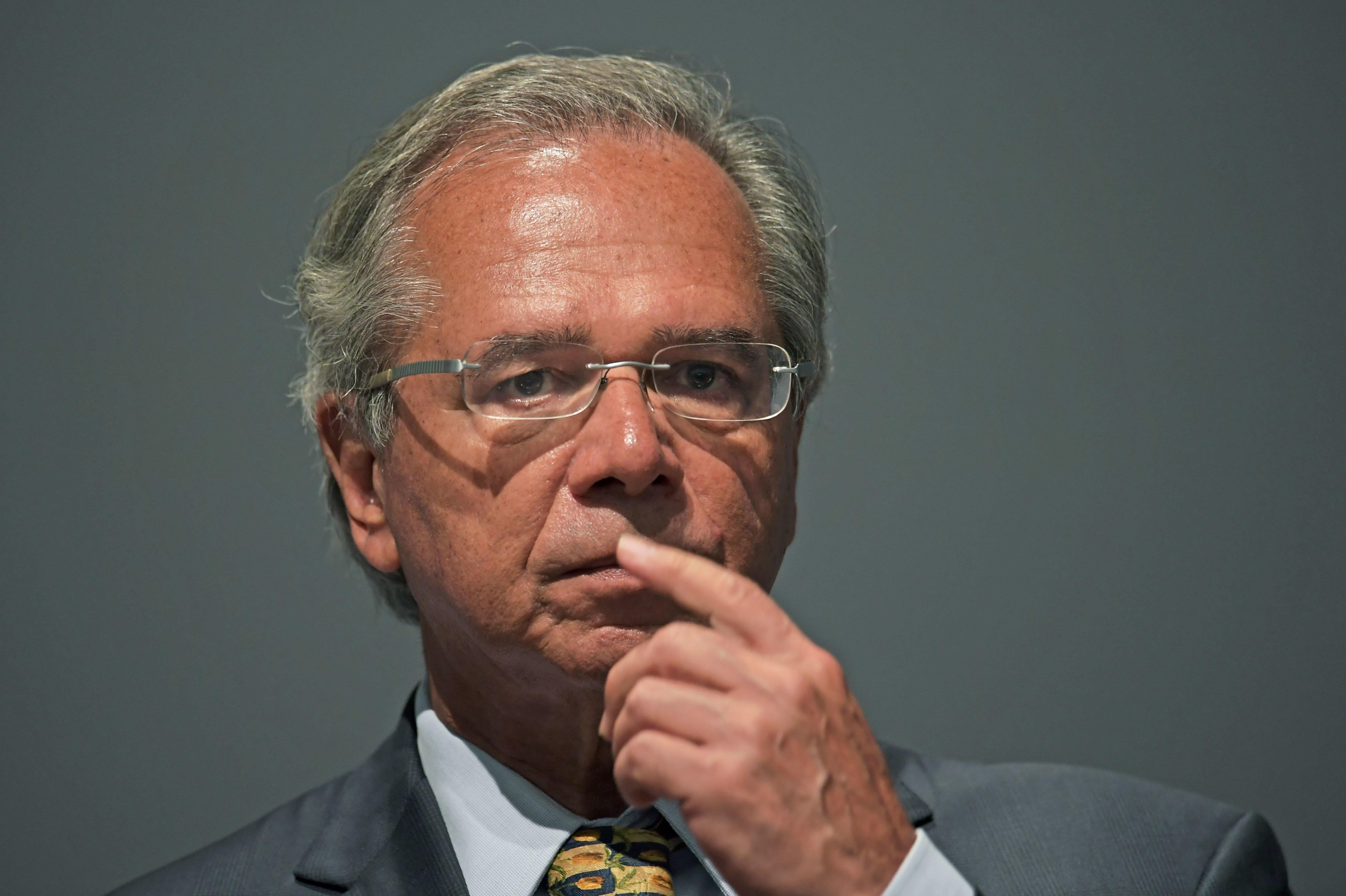 Após ausência de Guedes, governo e oposição fecham acordo para ministro ir à
