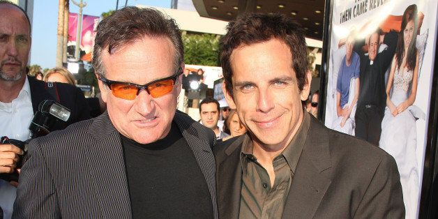 LOS ANGELES - JUNE 25:  Actors Robin Williams (L) and Ben Stiller pose at the premiere of Warner Bros. Pictures' 'License to