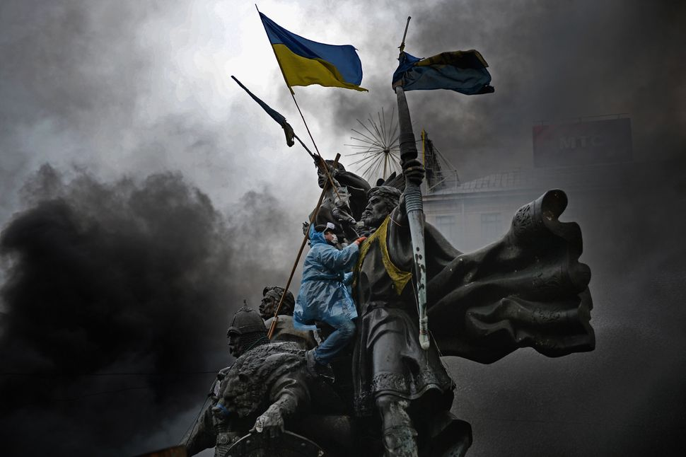 "Massive protests that started in the Ukrainian capital of Kiev at the end of 2013 <a href=""http://www.bbc.co.uk/news/world-eu"