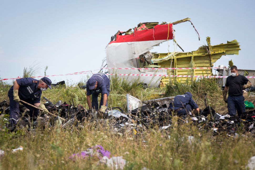 "All passengers and crew aboard <a href=""https://www.huffpost.com/entry/malaysian-plane-crash-ukraine_n_5595447"" target=""_blan"