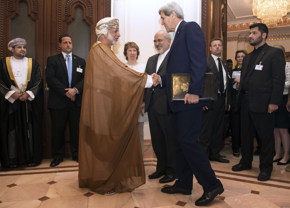 """Negotiators <a href=""""http://www.aljazeera.com/news/middleeast/2014/11/cloneofiran-nuclear-talks-likely-adjourned-20141-201411"""
