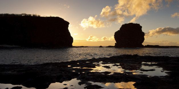 Hawaii, Lanai, Manele Bay, Sunset over Hulopoe Bay and Puu Pehe or 'Sweetheart Rock'.