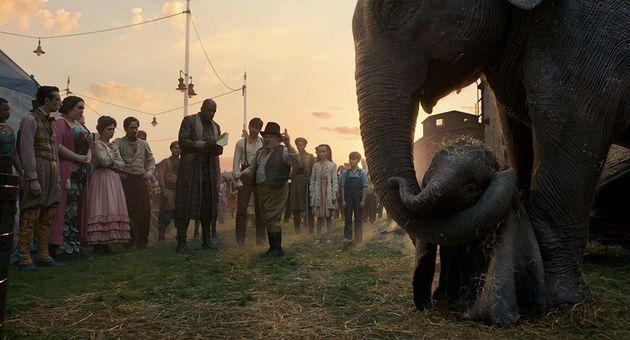 No filme, relação entre a mãe, Sra. Jumbo, e seu filho Dumbo não ganha o...
