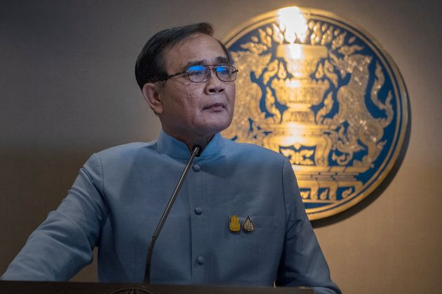 2014년 쿠데타 이후 태국 총리에 오른쁘라윳 짠오차 장군이 기자회견을 하고 있다. 쿠데타 이후 처음 실시된 총선에서 친군부 팔랑쁘라차랏당(PPRP)은 예상을 깨고 1위를...