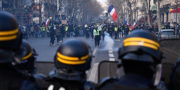 Durant l'Acte XIX des gilets jaunes à Paris, le 23 mars