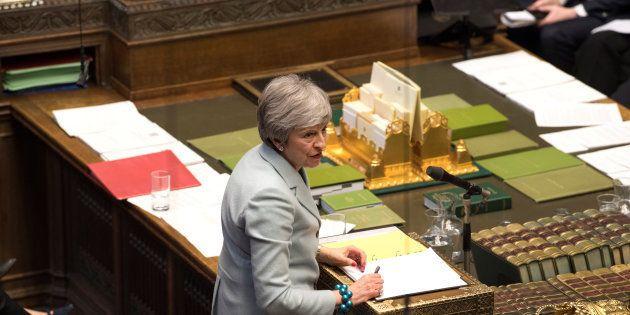 Theresa May au Parlement britannique dans la soirée du lundi 25 au mardi 26
