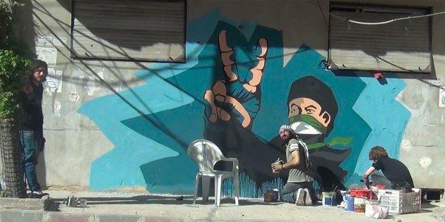 Dans Douma assiégée, en Syrie, les street artists doivent surveiller le passage des