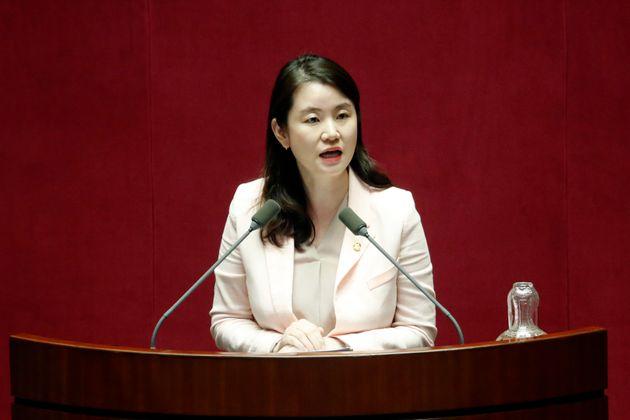 자유한국당 신보라 의원이 6개월 아들과의 '국회 동반 출석'을 추진하는