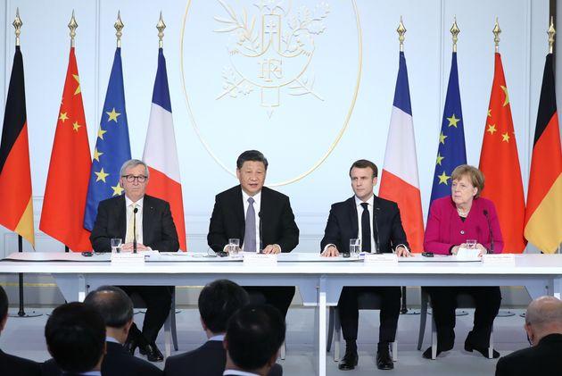 시진핑 중국 국가주석은 6일 동안 유럽을 순방하면서 방문국들로부터 극진한 환대를 받았다. 시 주석은 순방을 마무리하면서 프랑스에서 EU 주요 지도자들과 공동 포럼을 가졌다. (왼쪽부터)...