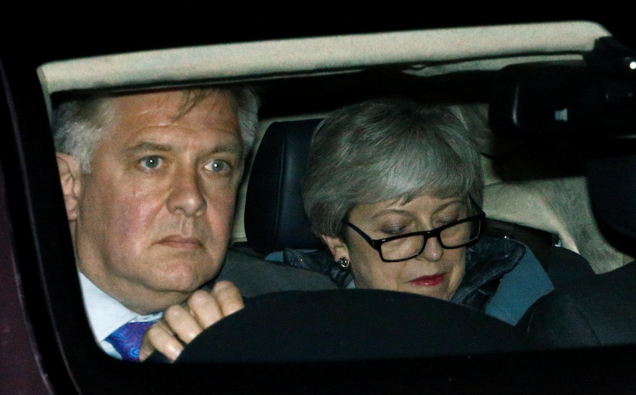 Financial Times: Στο τραπέζι η παραίτηση της Τερέζα