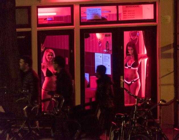Αμστερνταμ: Τέλος οι άσκοπες βόλτες για τους τουρίστες στα «κόκκινα