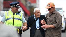 Après l'attentat de Christchurch, le geste de ce vieil homme a ému toute la